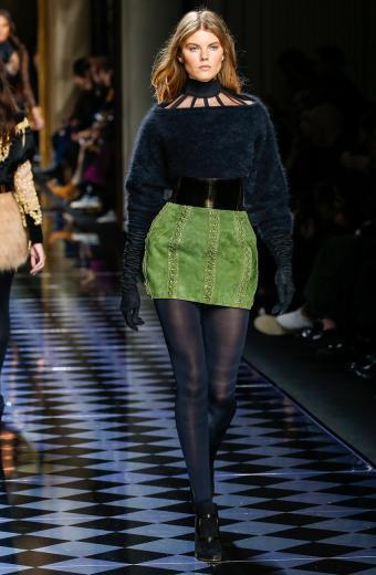 https://cf.ltkcdn.net/womens-fashion/images/slide/200023-556x850-winter08_beltcrop.jpg