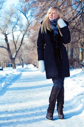 https://cf.ltkcdn.net/womens-fashion/images/slide/200074-567x850-blue-coat-boots-and-jeans.jpg