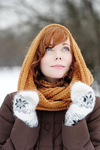 https://cf.ltkcdn.net/womens-fashion/images/slide/200088-567x850-woman-with-fancy-gloves.jpg