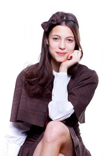 https://cf.ltkcdn.net/womens-fashion/images/slide/200092-567x850-woman-dressy-cape.jpg