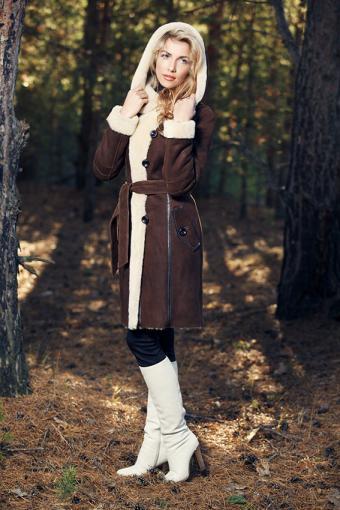 https://cf.ltkcdn.net/womens-fashion/images/slide/200097-567x850-woman-wearing-shearling-jacket.jpg