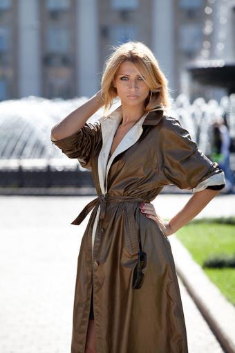 https://cf.ltkcdn.net/womens-fashion/images/slide/200217-567x850-brown-shiny-coat.jpg