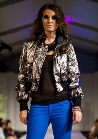 https://cf.ltkcdn.net/womens-fashion/images/slide/201376-603x850-metallic-bomber_crop.jpg