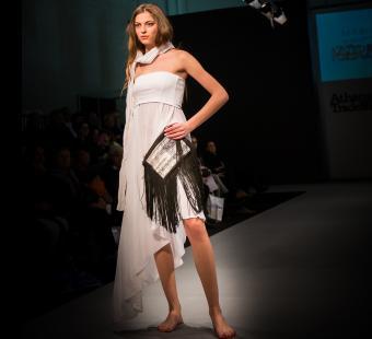 https://cf.ltkcdn.net/womens-fashion/images/slide/202804-850x776-sundress01_crop.jpg