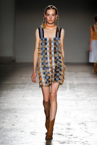 https://cf.ltkcdn.net/womens-fashion/images/slide/202805-567x850-sundress1.jpg
