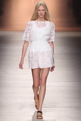 https://cf.ltkcdn.net/womens-fashion/images/slide/202806-567x850-sundress02.jpg