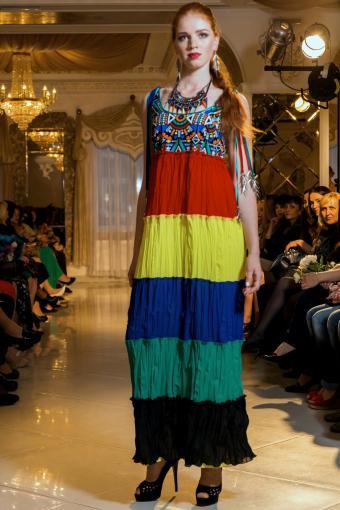 https://cf.ltkcdn.net/womens-fashion/images/slide/202807-567x850-sundress03_adj.jpg