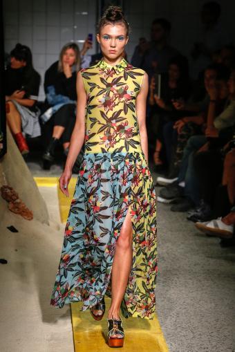 https://cf.ltkcdn.net/womens-fashion/images/slide/202812-567x850-sundress05.jpg