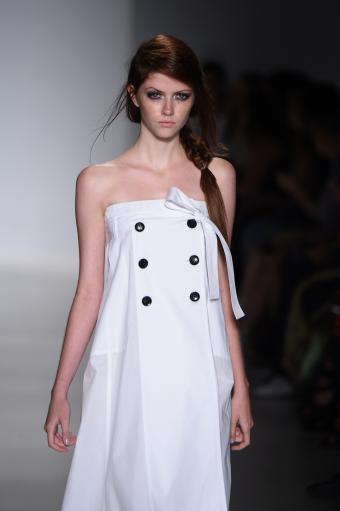 https://cf.ltkcdn.net/womens-fashion/images/slide/202816-566x850-sundress09.jpg
