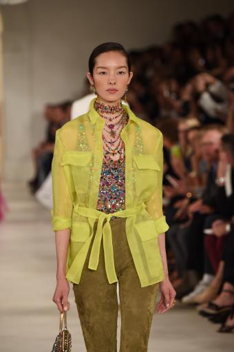 https://cf.ltkcdn.net/womens-fashion/images/slide/202821-566x850-coat03.jpg