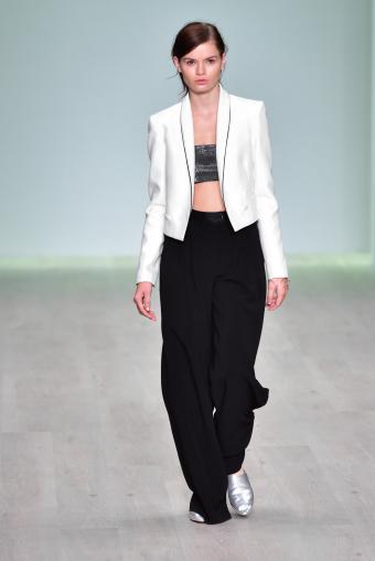 https://cf.ltkcdn.net/womens-fashion/images/slide/202824-568x850-coat05.jpg