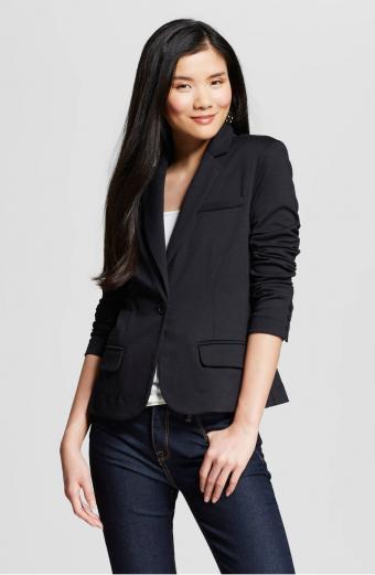 https://cf.ltkcdn.net/womens-fashion/images/slide/206956-555x850-Tailored-Blazer.jpg