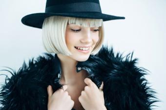 https://cf.ltkcdn.net/womens-fashion/images/slide/207144-850x567-woman-wearing-black-fur.jpg