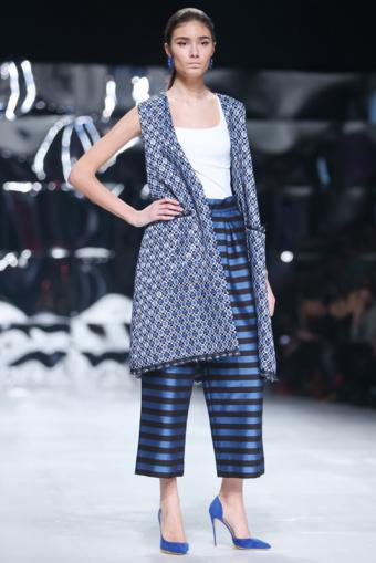 https://cf.ltkcdn.net/womens-fashion/images/slide/216590-467x700-springaman.jpg