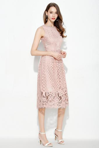 https://cf.ltkcdn.net/womens-fashion/images/slide/216912-567x850-champagnelace.jpg