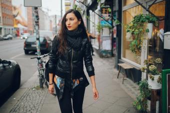 https://cf.ltkcdn.net/womens-fashion/images/slide/217793-850x567-bomberjacketprimary.jpg