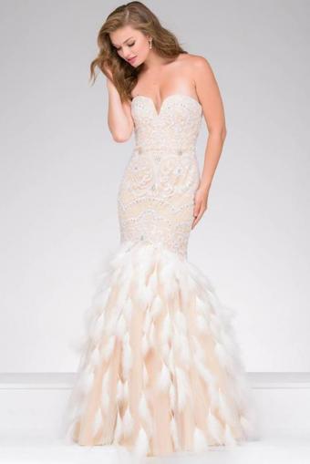 https://cf.ltkcdn.net/womens-fashion/images/slide/219045-534x800-featherdress.jpg