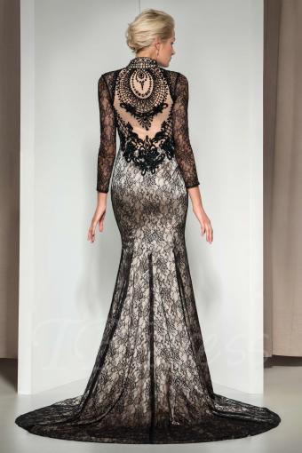 https://cf.ltkcdn.net/womens-fashion/images/slide/219465-566x850-gothicmermaiddress.jpg
