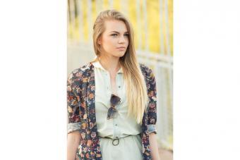 https://cf.ltkcdn.net/womens-fashion/images/slide/223670-704x469-floral-print-fashion.jpg