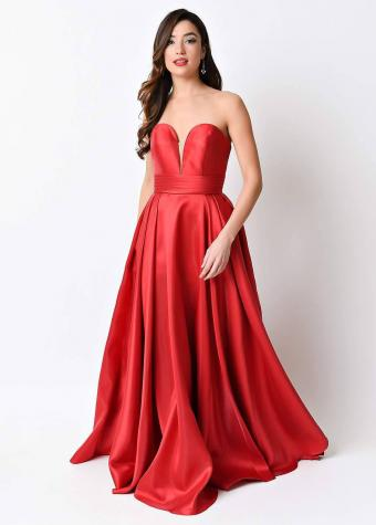 https://cf.ltkcdn.net/womens-fashion/images/slide/223823-608x850-Red_SweetheartGown.jpg