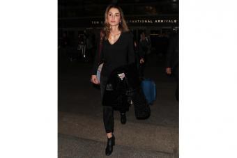 https://cf.ltkcdn.net/womens-fashion/images/slide/224506-704x469-all-black-outfit.jpg
