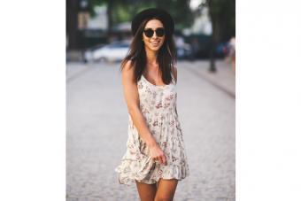 https://cf.ltkcdn.net/womens-fashion/images/slide/224509-704x469-slipdress-and-fedora.jpg
