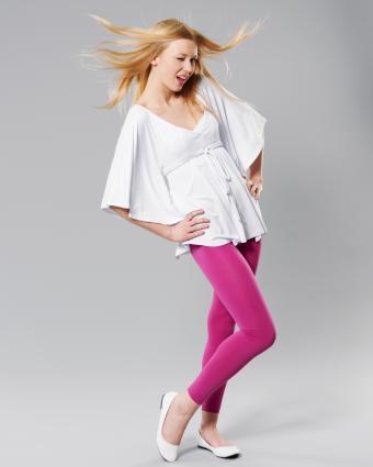 https://cf.ltkcdn.net/womens-fashion/images/slide/225847-680x850-pinkleggings.jpg