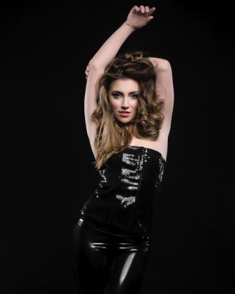 https://cf.ltkcdn.net/womens-fashion/images/slide/225849-680x850-sequins.jpg
