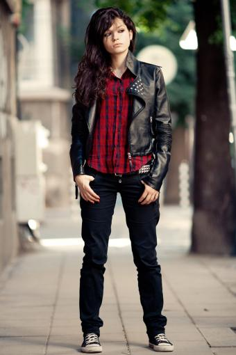 Woman wearing converse