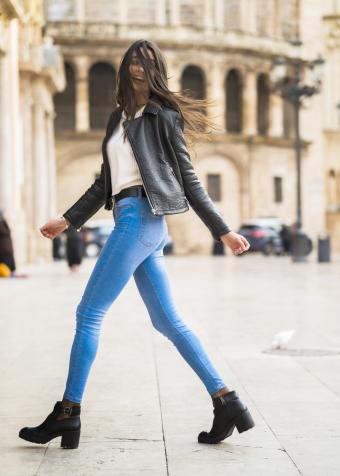 https://cf.ltkcdn.net/womens-fashion/images/slide/231137-850x1190-biker_babe.jpg