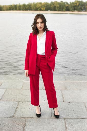 https://cf.ltkcdn.net/womens-fashion/images/slide/231145-850x1278-classic_pantsuit.jpg