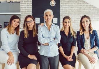 https://cf.ltkcdn.net/womens-fashion/images/slide/253651-850x595-15_Group_photo_business_women.jpg