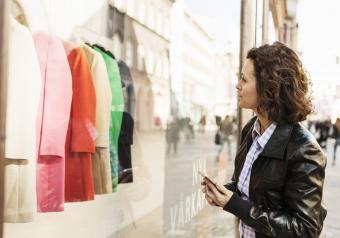 https://cf.ltkcdn.net/womens-fashion/images/slide/253652-850x595-1_Shopping.jpg