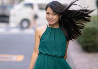 https://cf.ltkcdn.net/womens-fashion/images/slide/258436-850x595-10_deep_green_dress_asian_skintone.jpg