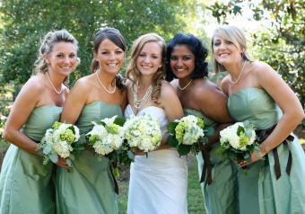 https://cf.ltkcdn.net/womens-fashion/images/slide/258441-850x595-15_green_bridesmaids_dresses.jpg