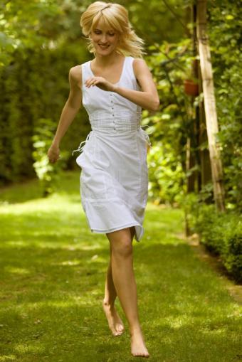 https://cf.ltkcdn.net/womens-fashion/images/slide/49559-566x848-summer-dress6.jpg