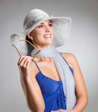 https://cf.ltkcdn.net/womens-fashion/images/slide/49583-566x642-fashion-scarf4.jpg