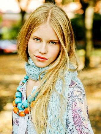 https://cf.ltkcdn.net/womens-fashion/images/slide/49585-567x749-fashion-scarf7.jpg