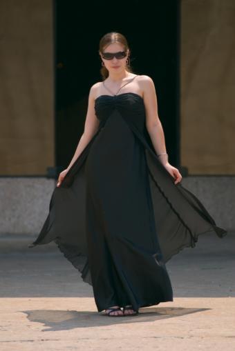 https://cf.ltkcdn.net/womens-fashion/images/slide/49601-566x848-dress7.jpg