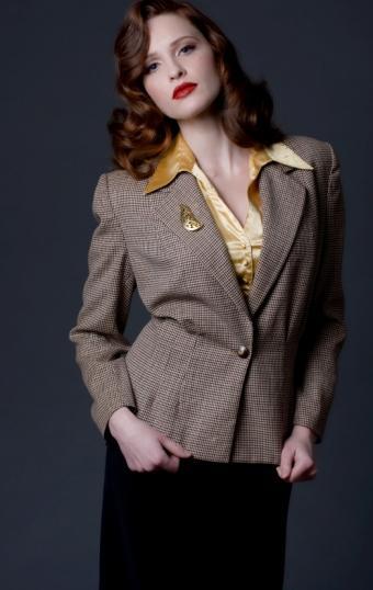 https://cf.ltkcdn.net/womens-fashion/images/slide/49627-523x828-40s_look_suit.jpg