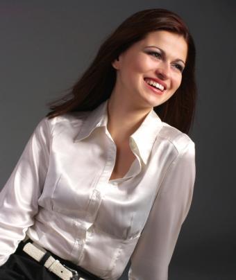 https://cf.ltkcdn.net/womens-fashion/images/slide/49642-561x666-satin-4.jpg