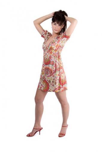 https://cf.ltkcdn.net/womens-fashion/images/slide/49659-397x594-Paisley-Dress.jpg