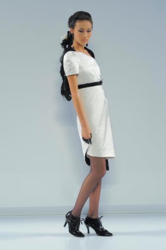 https://cf.ltkcdn.net/womens-fashion/images/slide/49758-400x603-black-and-white3.jpg