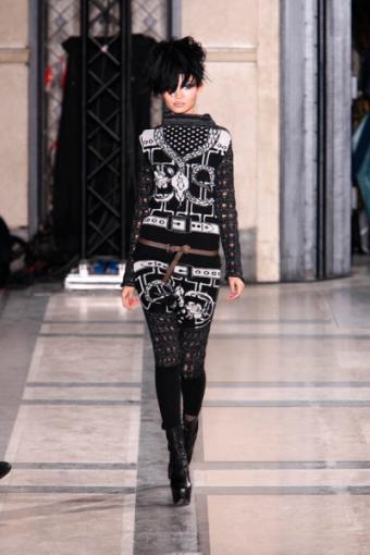 https://cf.ltkcdn.net/womens-fashion/images/slide/49760-400x600-black-and-white5.jpg