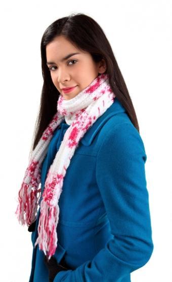 https://cf.ltkcdn.net/womens-fashion/images/slide/49905-352x576-Scarves_2.jpg