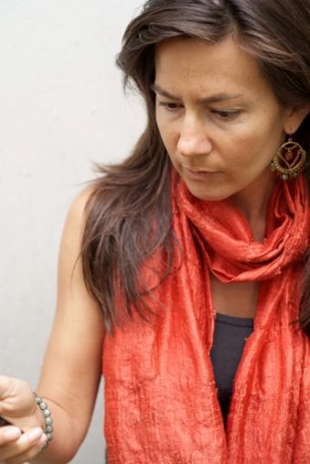 https://cf.ltkcdn.net/womens-fashion/images/slide/49909-369x551-Scarves_8.jpg