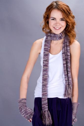 https://cf.ltkcdn.net/womens-fashion/images/slide/49911-368x551-Scarves_6.jpg