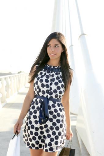 https://cf.ltkcdn.net/womens-fashion/images/slide/49933-566x848-iStock_000012091102Small.jpg