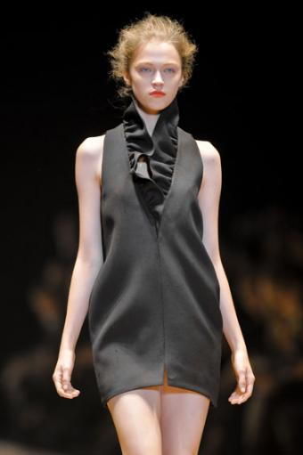 https://cf.ltkcdn.net/womens-fashion/images/slide/49962-377x567-black_mini.jpg