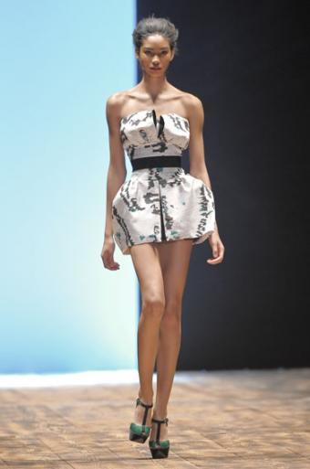 https://cf.ltkcdn.net/womens-fashion/images/slide/49964-376x567-bubble_mini.jpg